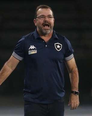 Enderson Moreira agradece apoio da torcida do Botafogo: 'Fizeram com que os atletas ganhassem confiança'