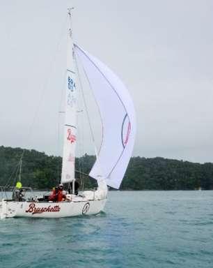 Barco tetracampeão mundial segue invicto no Mini Circuito de Ubatuba (SP)