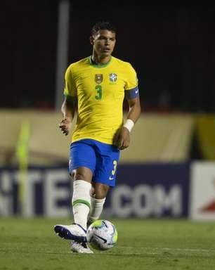 Thiago Silva comenta marca de 100 jogos pelo Brasil e fala sobre uso da linha de três zagueiros na Seleção