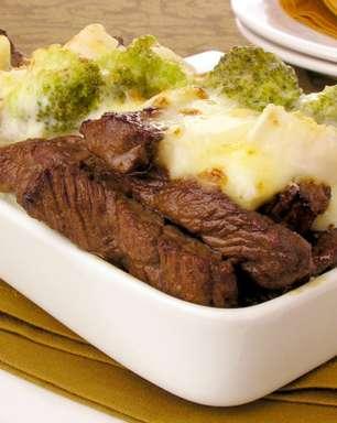 Tiras de carne ao requeijão para uma refeição rápida