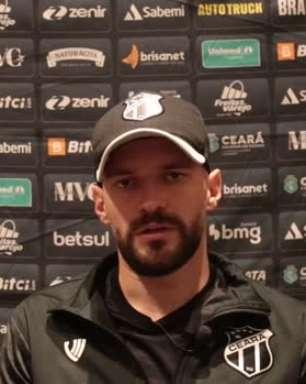 """CEARÁ: Marlon comenta sobre formação com três zagueiros na partida contra o Galo: """"Tiago trabalha várias formações, e dependendo do jogo podemos variar"""""""