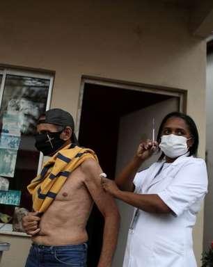 Quem já teve covid precisa sim se vacinar, alertam médicos