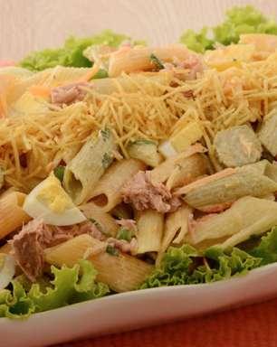 Salada colorida de atum com legumes