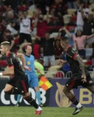 Andreas Pereira faz gol antológico de falta e encerra jejum de mais de três anos no Flamengo; assista
