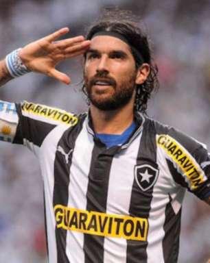 Botafogo se manifesta sobre processo de Loco Abreu e reitera interesse em 'acordo justo' com ídolo
