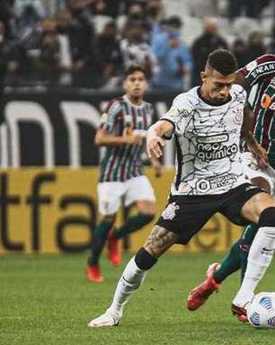 Corinthians vence o Fluminense e volta a encostar no G4