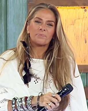 """A Fazenda 2021: Peões comentam alfinetadas de Adriane Galisteu às """"sabonetadas"""""""