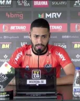 """ATLÉTICO-MG: Calebe revela conversa com Cuca antes da virada contra o Santos: """"Falou pra incendiar o jogo e animar o time"""""""