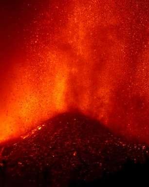 Casal alemão se refugia em barco para escapar de lava de vulcão em La Palma