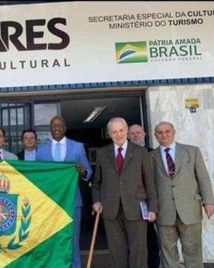Presidente da Fundação Palmares ergue bandeira escravagista e recebe tataraneto de Dom Pedro