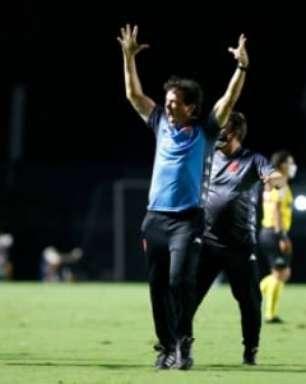 Com Vasco tendo mais chances do acesso no Brasileiro, Fernando Diniz é exaltado nas redes sociais