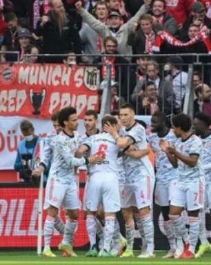 Fora de casa, Bayern de Munique faz cinco no primeiro tempo e goleia o Bayer Leverkusen no Alemão