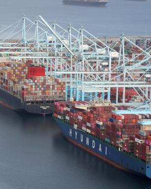Por que EUA têm congestionamento recorde de navios de contêineres