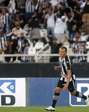 Contratado para a Série B, Carlinhos se iguala como lateral com mais participações em gols no Botafogo