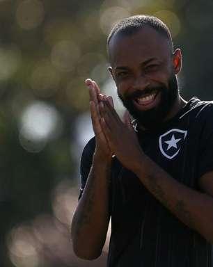 Chay, do Botafogo, recebe vídeo de aniversário do Neymar e comemora: 'Zerei a vida'