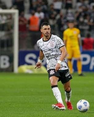 Corinthians é um dos times que menos finaliza no Brasileirão e troca, em média, 45 passes até chutar