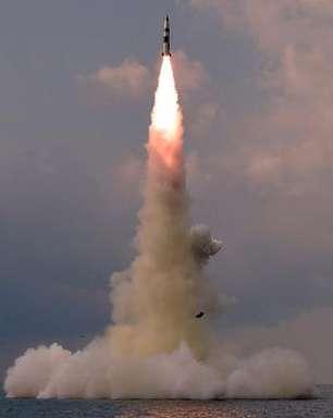 Coreia do Norte confirma míssil lançado de submarino