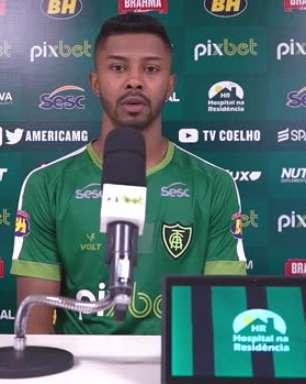 """AMÉRICA-MG: Ricardo Silva pede que equipe seja agressiva em duelo contra o Santos: """"Temos que jogar sem medo"""""""