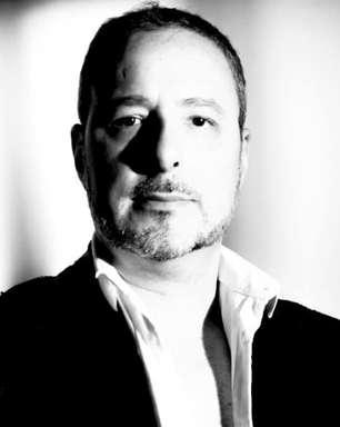 Cantor franco-brasileiro lança primeiro álbum em português como uma mensagem ao Brasil