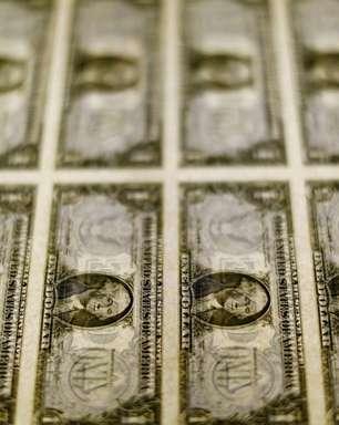 Dólar dispara acima de R$5,67 e DIs saltam 60 pontos-base com risco fiscal