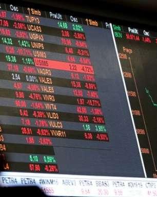 Bolsa despenca com risco fiscal e atinge menor nível do ano