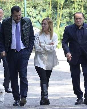 Berlusconi destoa de aliados e diz que Draghi deve seguir premiê