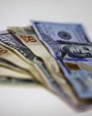 Dólar supera R$5,74 e DIs disparam 100 pontos-base com tensão geral sobre rumos da política econômica