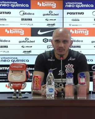"""CORINTHIANS: Fábio Santos projeta mais 1 ou 2 anos de carreira e fala sobre renovação de contrato: """"Fiquei feliz de saber que a diretoria também pensava dessa forma"""""""