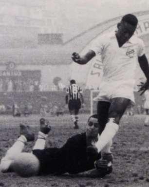 Pelé, 81 anos: camisa 10 do Santos, primeira equipe brasileira a conquistar a Copa Libertadores