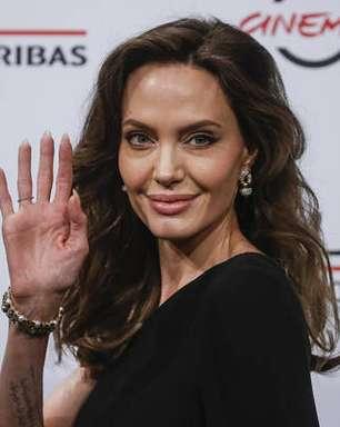 'Heroína é quem acolhe migrantes', diz Angelina Jolie em Roma