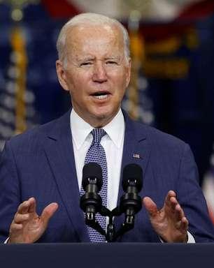 Biden edita decreto suspendendo restrições de viagens aos EUA e com regras sobre vacinação