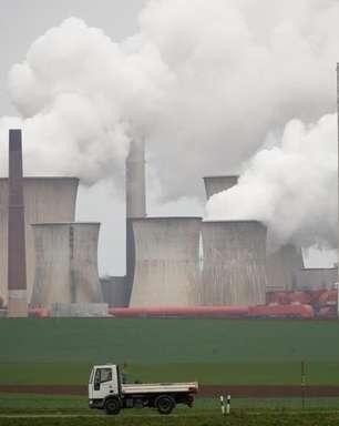 """Emissões de gases do efeito estufa batem recorde e mundo fica """"muito longe"""" de conter danos"""
