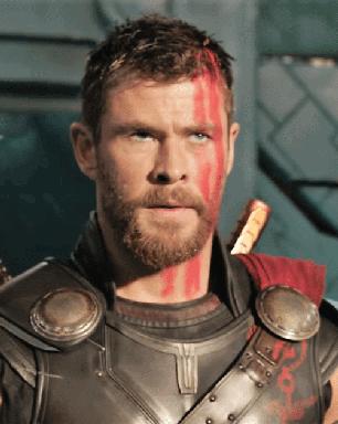 Diretor mudou morte de Odin em Thor: Ragnarok a pedido de ator