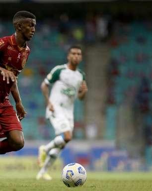 Lateral Douglas Borel comenta estreia pelo Bahia no Brasileirão