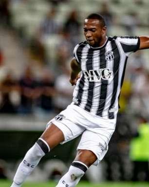 Zagueiro Luiz Otávio celebra 11 anos como jogador profissional