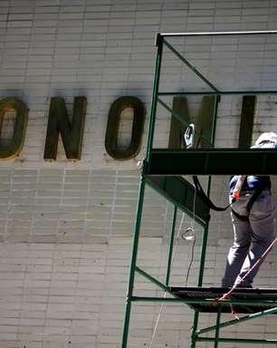 """Economia mantém silêncio """"assustador"""" sobre Auxílio Brasil, diz relator"""