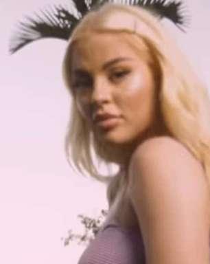 """Luísa Sonza divulga o lyric video de """"caos/flor ***"""""""