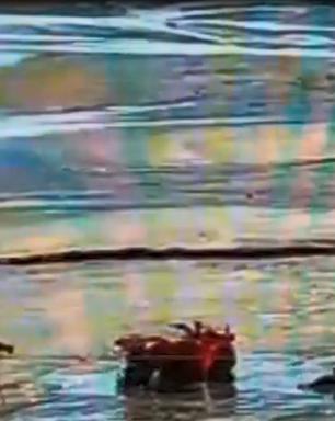 Pessoas ficam atoladas na areia de Balneário Camboriú; vídeo