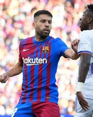 Após insultos racistas da torcida a Vini Jr., liga espanhola denuncia Barcelona ao Ministério Público