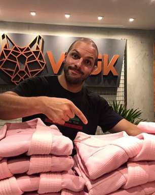 Sócio da Vouk destaca apoio da marca à campanha 'Outubro Rosa' e diz: 'Acreditamos no poder do esporte'