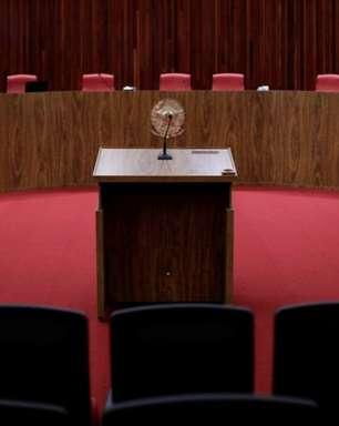 TSE retoma julgamento de ações que pedem cassação da chapa Bolsonaro-Mourão