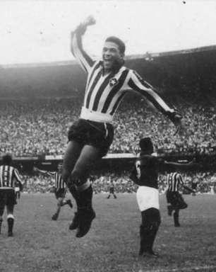 Botafogo cria camisa com as listras tortas em homenagem a Garrincha