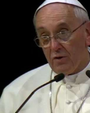 No Theatro Municipal, Papa cita protestos e solicita mais diálogo