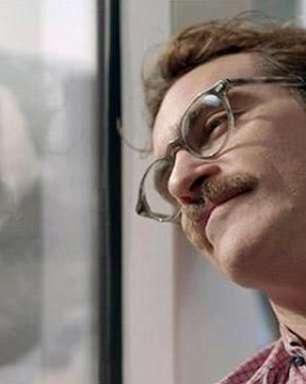 """Trailer: em """"Ela"""", Joaquim Phoenix vive romance tecnológico"""
