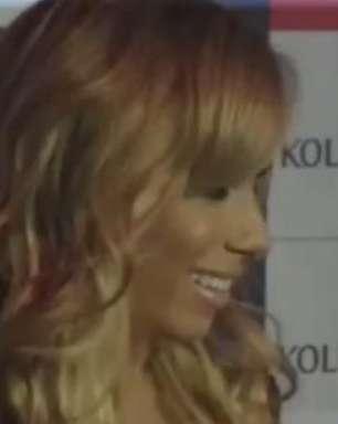 Anitta surge loira em Salvador; veja novo visual