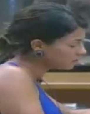 """Bruna Tang questiona profissão """"ex-panicat"""" de Babi Rossi"""