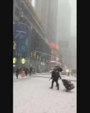 EUA: leitora filma tempestade de neve em Nova York