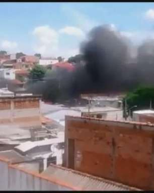 Grupo ateia fogo em ônibus na zona sul de São Paulo
