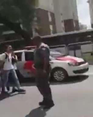 PM bate em jovem durante protesto de estudantes em SP