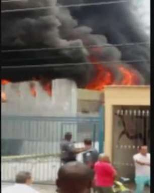 Incêndio atinge indústria de plásticos na zona leste de SP